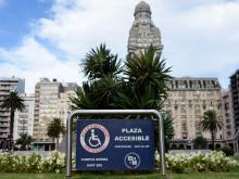 Plaza accesible. Plaza independencia. Discapacidad
