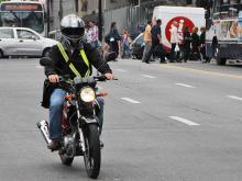 Moto circulacndo en avenida 18 de julio