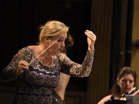 Concierto de la Orquesta Filarmonica en el Mes de las Mujeres, Teatro Solis.