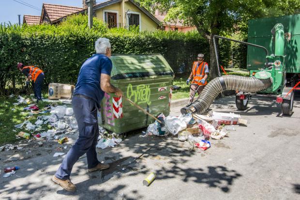 Limpieza alrededor de contenedores
