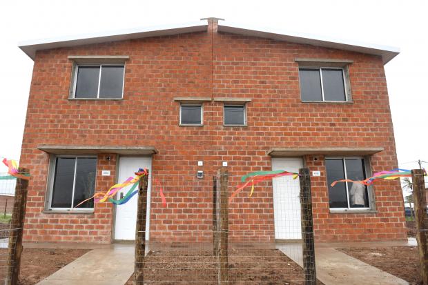 Entrega de viviendas en el barrio Cauceglia