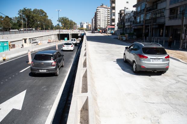 Habilitación lateral al túnel de Avenida Italia senda hacia el centro
