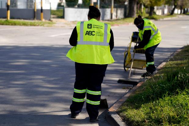 Cuadrilla de barrido en el marco del Programa ABC Oportunidad Trabajo
