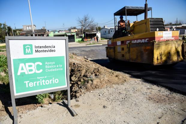 Asfaltado en calle Dr. Ernesto Quintela en el marco del Plan ABC