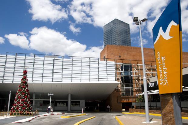 Montevideo Shopping Center. Entrada sobre Luis ALberto de Herrera.