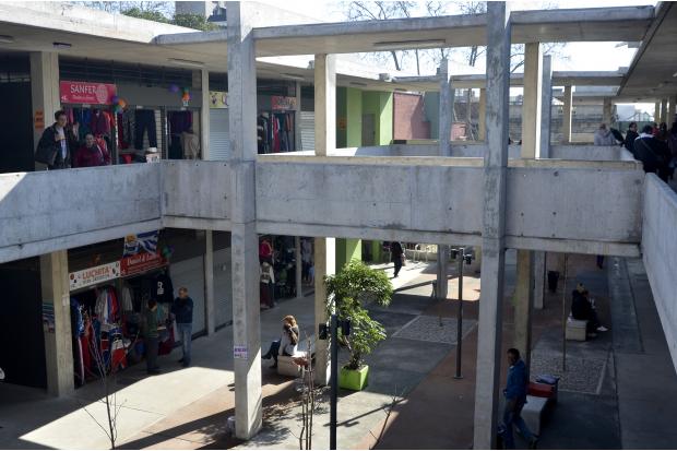 MC Mercado del Cordón. Agosto 2014. Ex techitos verdes
