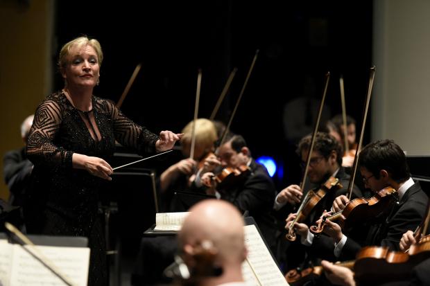 Orquesta Filarmónica de Montevideo interpretando Quinta de Mahler en el Teatro Solís