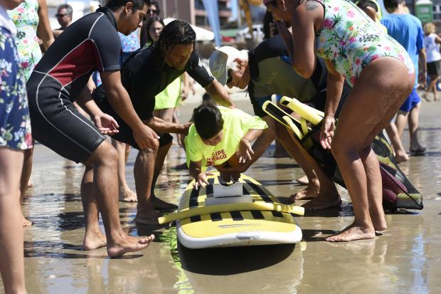 Surf inclusivo en Playa Brava de Malvín
