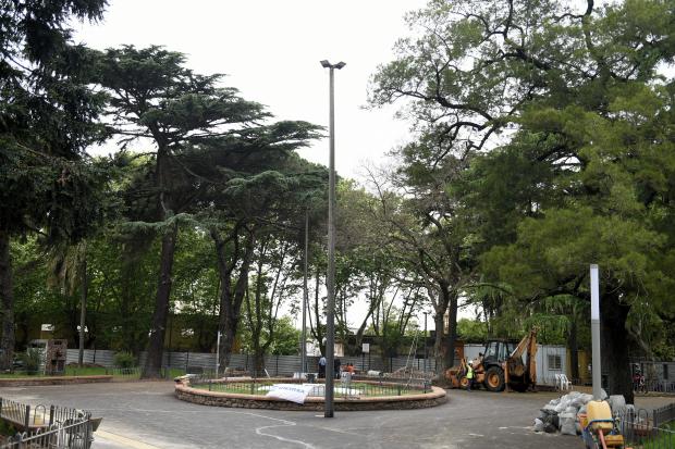 Recorrida por obras en Plaza de la Restauracion