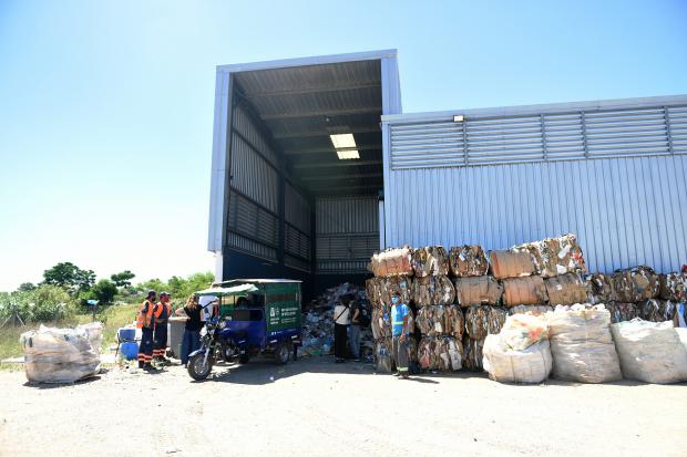 Traslado de bolsones en cooperativa CAMVU a planta de clasificación