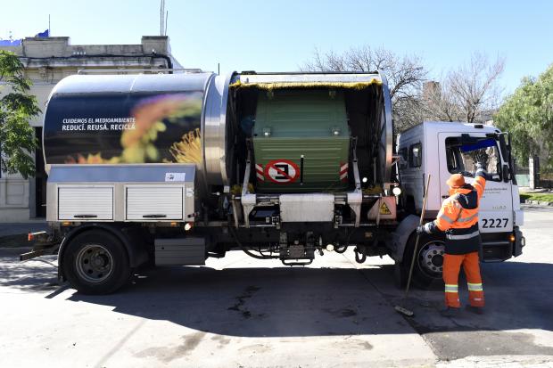 Camión lava contenedores