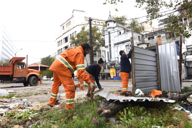 Operativo de limpieza en Fernández Crespo y Mercedes