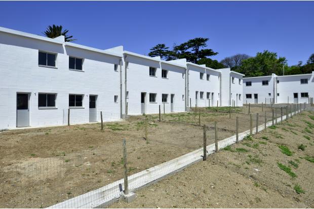 Entrega de 46 viviendas realojo El Apero Nuevo Colon
