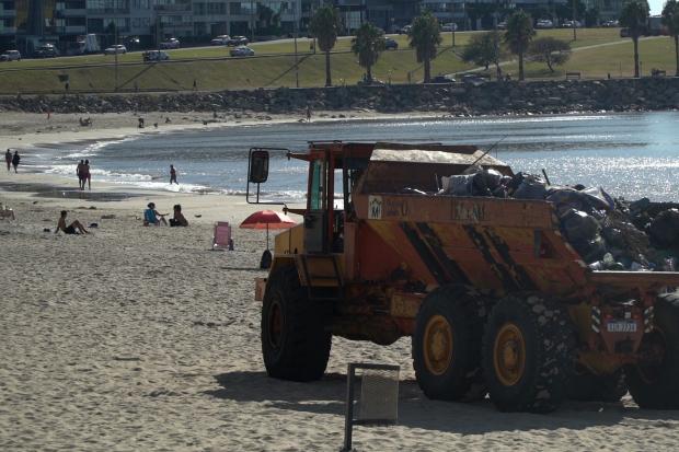 Limpieza de playas por fiesta de Iemanjá