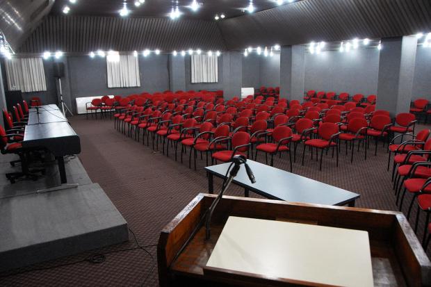 Salón Rojo, centro de conferencias
