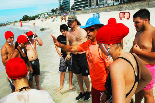 Encuentro rescate acuático en Playa Honda