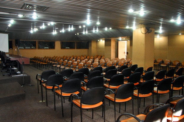 Salón Dorado, centro de conferencias