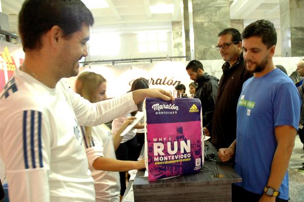 Entrega de kits. Maratón Montevideo 2017.