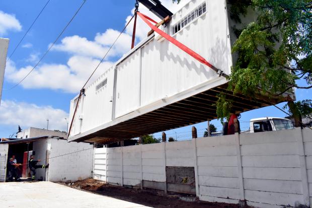 Instalación contenedor Salí Jugando. Club Santa Ana, Gral. Flores y Chimborazo