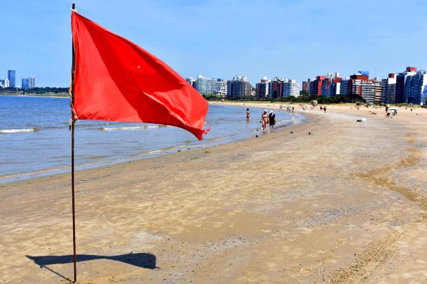 Guardavidas en playa