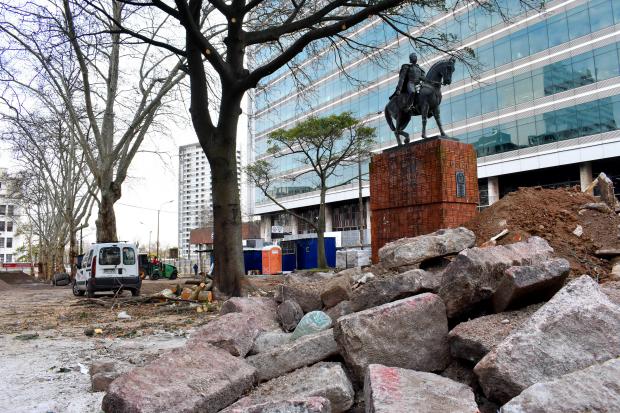 Obras en plaza Manuel Oribe.