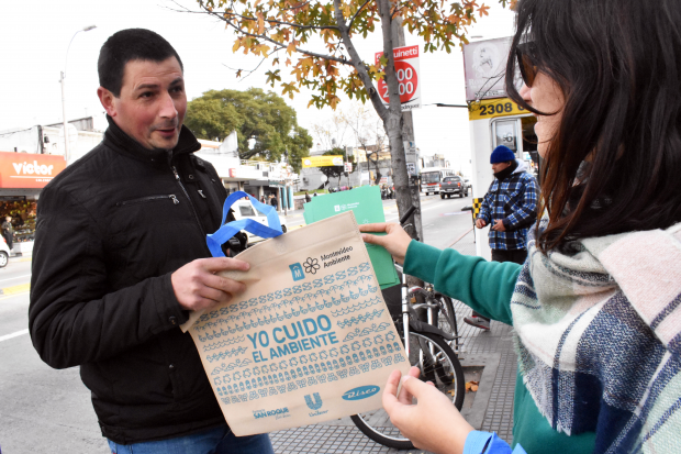Entrega de bolsas reutilizables