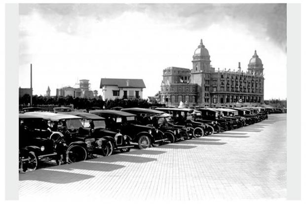 El Hotel Carrasco visto desde la Rambla República del México y calle Divina Comedia. Año 1922 (aprox)