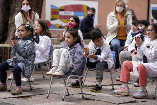 Inauguración de obras en la escuelas Grecia y Dardo Ortíz