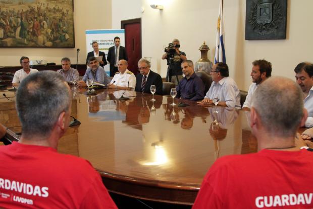 Convenio entre IM y Ministerio de Defensa por seguridad en playas