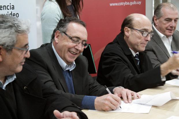 Firma de convenio entre IM y Cotryba por zoonosis, castración y chips para perros
