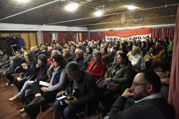 Presentación a vecinos de proyecto obras en Camino Cibils. Fondo Capital.