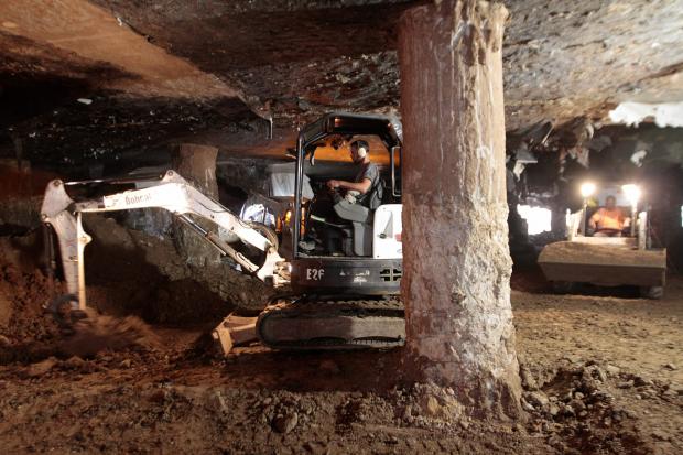 Obras por tanque de amortiguación en Luis Alberto de Herrera