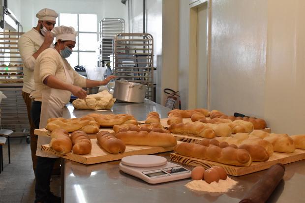 Emprendimiento de panadería solidaria en el PTI