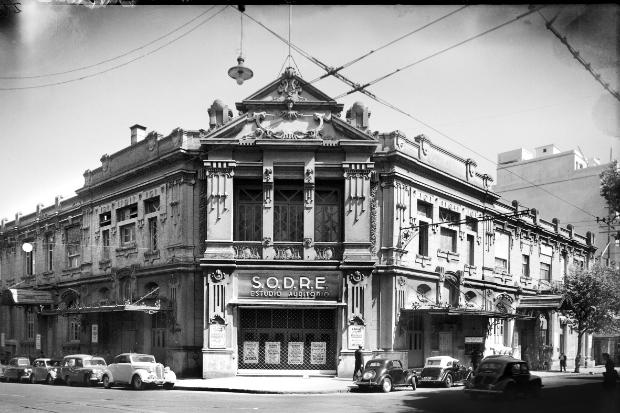 Estudio Auditorio del SODRE. Esquina de las calles Andes y Mercedes. Año 1931 (aprox.). (Foto: Colección Edificios No. 246. Autor: S.d./Sodre).