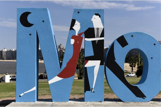 M de cartel de Montevideo