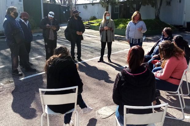 Participantes del Plan Laboral ABC realizan tareas en el Teatro de Verano