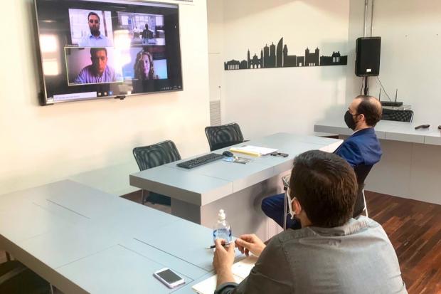 Reunión de Fernando Amado con Asociación Turística de Montevideo