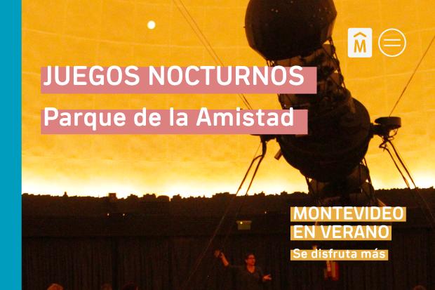 Juegos nocturnos en el Parque de la Amistad. Montevideo en verano.