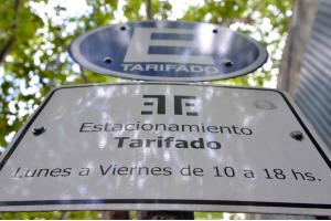 Cartel estacionamiento tarifado. 26 enero 2015