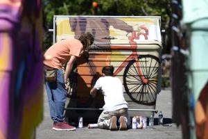 Intervención artística del equipamiento urbano