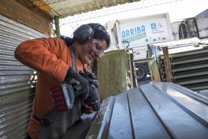 Igualdad de género taller de manteniemiento de contenedores