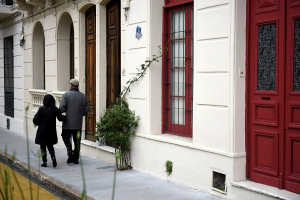 Recorrida con vecinas y vecinos por fachadas de Ciudad Vieja