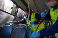 Limpieza de ómnibus en el marco del Plan ABC