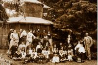 Familia de Carlos de Castro e Isabel Caravia, incluido su yerno Pedro Figari, en la Quinta de Castro. Montevideo, 1900 (aprox.)