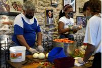 Visita a olla popular en Asociación Cultural Cuareim 1080