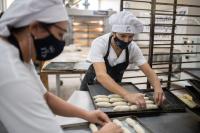 Elaboración de pan en el Centro de Industriales Panaderos del Uruguay