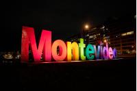 Iluminación de Letras de Montevideo por Mes de la Diversidad