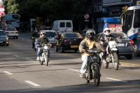 Transito y transporte en la Avenida 18 de julio.
