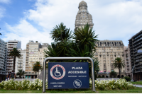 Plaza accesible. Plaza independencia. Discapacidad