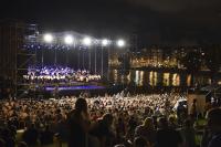 Concierto de la Orquesta Filarmonica en la explanada de Kibon